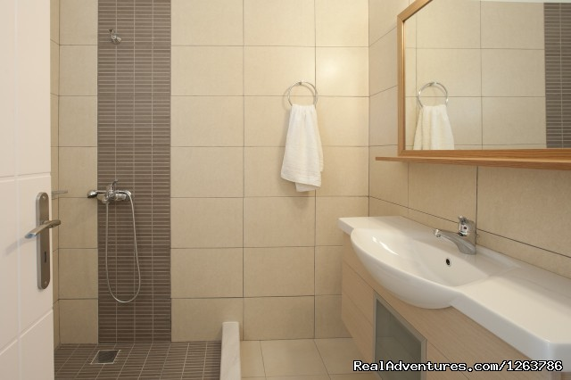 Bathroom (#4 of 13) - Beach Side Resort for families-Thea Studios
