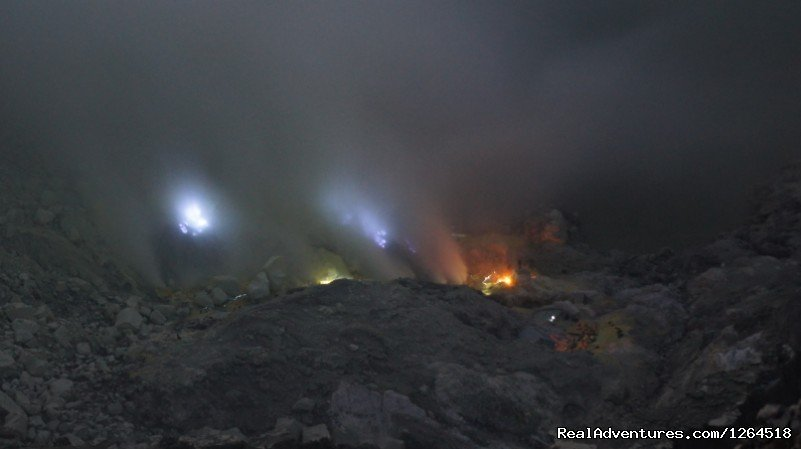 Kawah Ijen Blue Fire | Image #5/11 | Volcano Adventure Tour in Indonesia