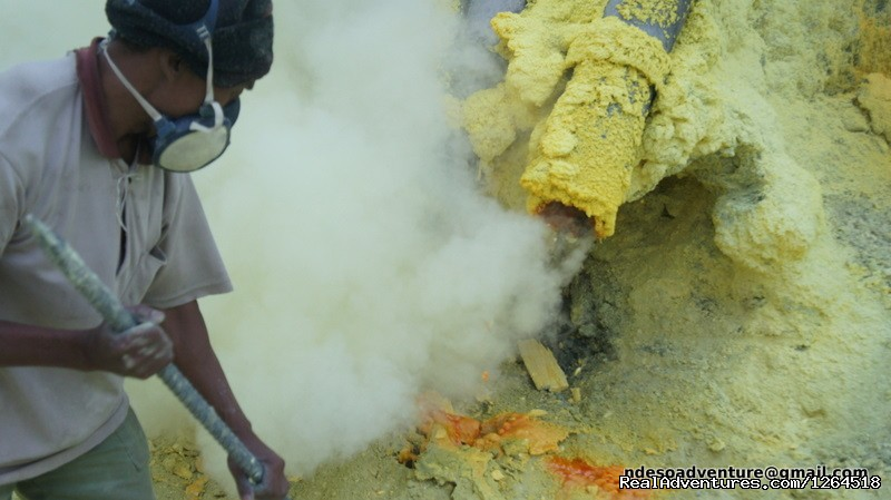 Kawah Ijen sulfure Mine activity