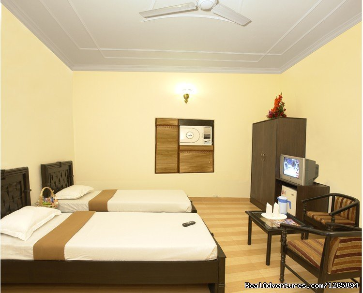 Deluxe A/c Twin bed room | Image #6/8 | Taj Homestay Agra