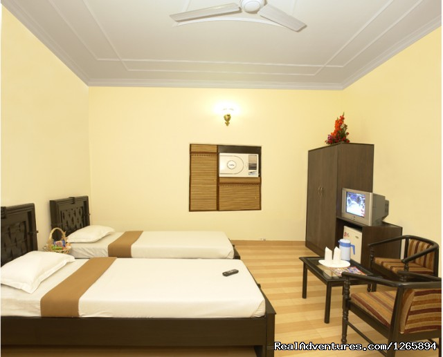 Deluxe A/c Twin bed room - Taj Homestay Agra