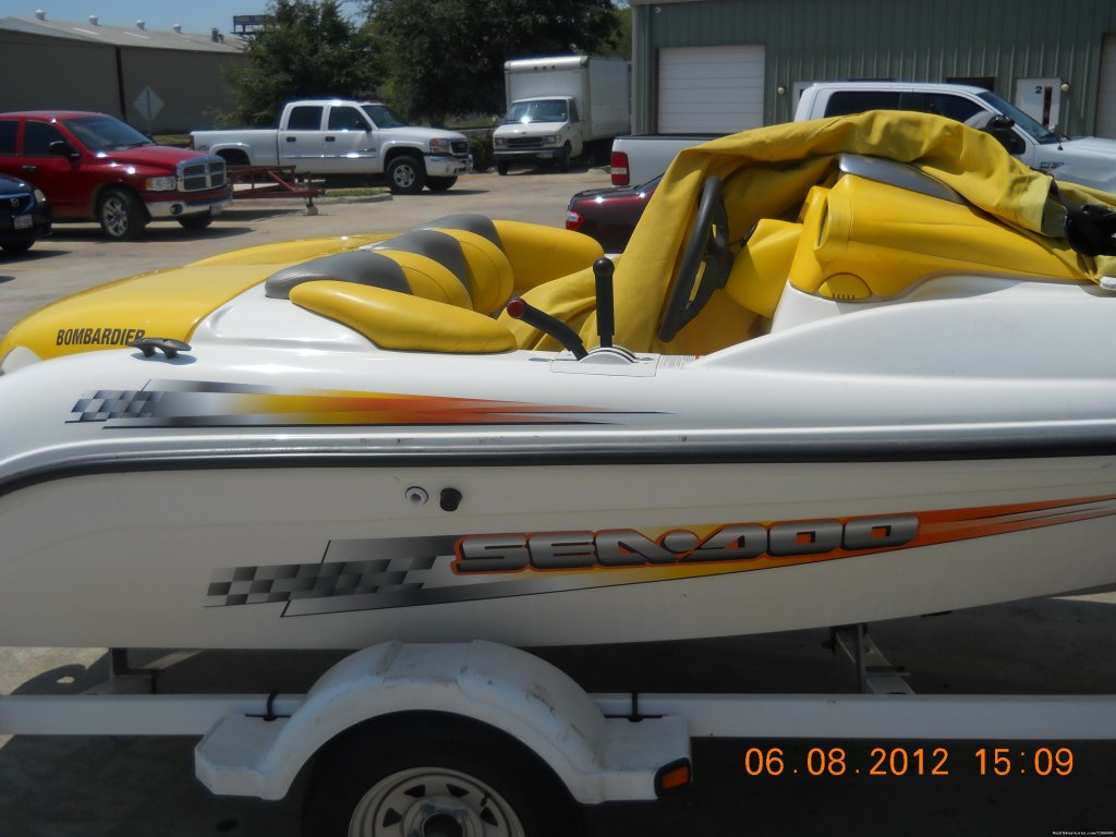 We have new 3 seater Jetski and boat rental we offer hourly rent only on lewisville lake . Jetski $60 per min 2hr and boat $ 75.00 per min 2 hr .We also have daily Rate if going to differnt contact us for daily rate .