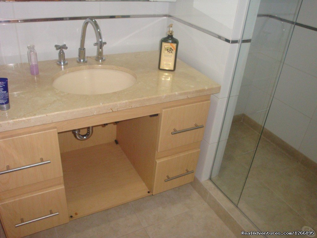 Bathroom | Image #6/8 | Modern Furnished Apartment In Zona Rosa Bogota