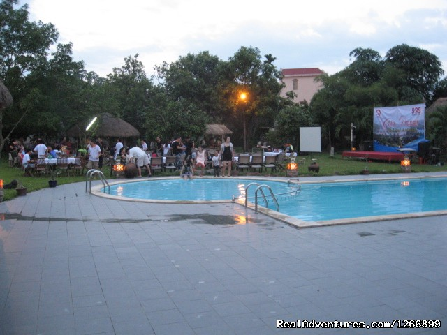 An evening  party on the grass near the swimming pool - Memento Bed & Breakfast