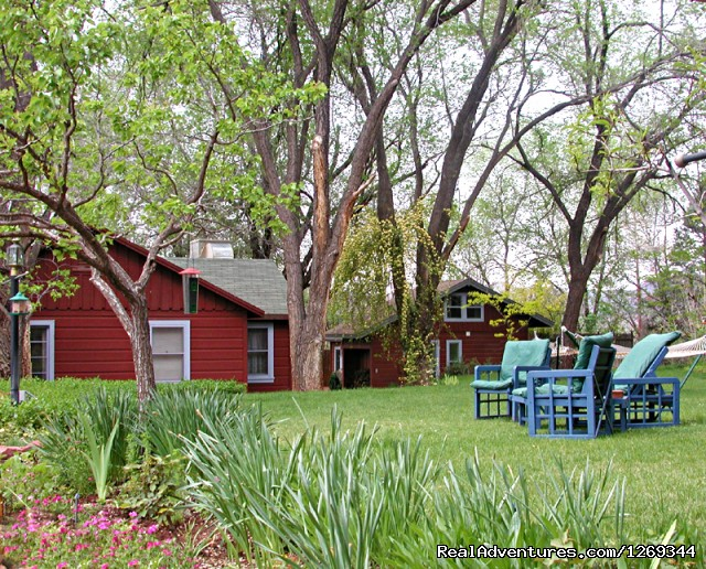 Green Landscapes for outside Gatherings - Cathedral Rock Lodge & Retreat Center
