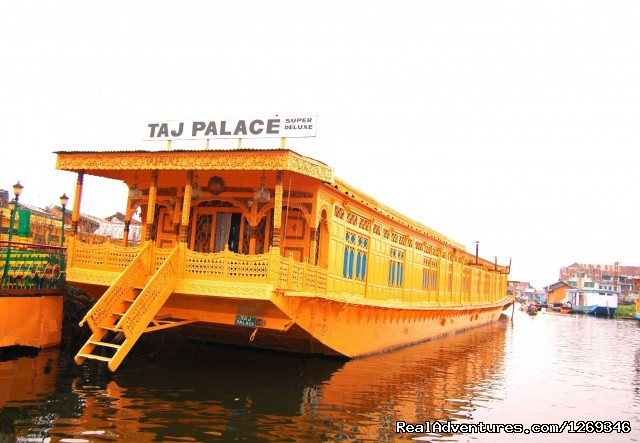 Front of houseboat - Houseboat Taj Palace