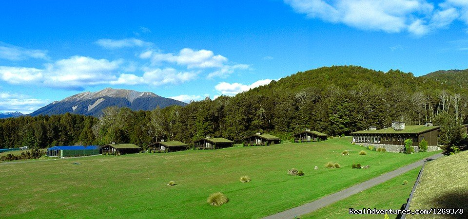 Lodge with 5 Element chalets and set in spectacular private 2000 acre estate, gateway to Fiordland,30k to Te Anau. South Island New Zealand. Sleeps 32. Mountain views,Organic produce, River, Private chef, Retreat activities, sports and tours inc LOTR