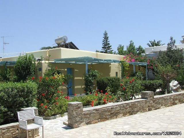 External view of Bungalow - Water sports and fun at beach campsite in Paros