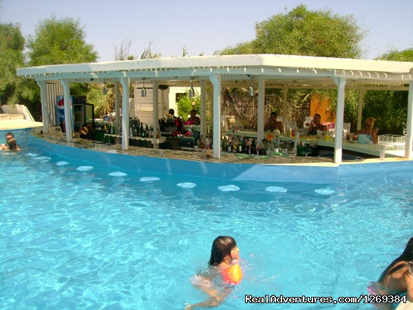Swimming Pool and pool bar - Water sports and fun at beach campsite in Paros