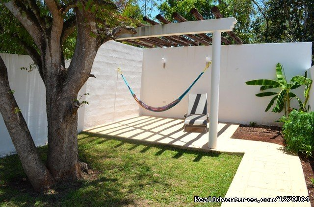 Casa ManGo is a new rental house in a residential area in the colonial town of Valladolid, located in a private street at +- 1km/mile from the central square.