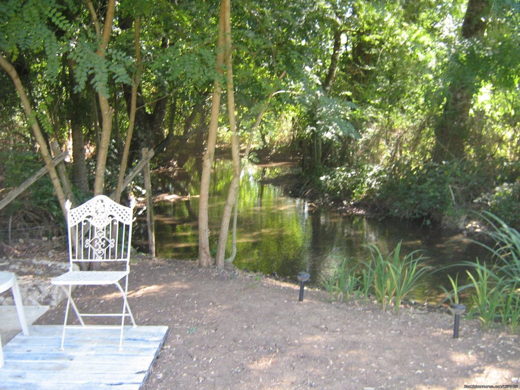Seating area by the stream at the end of the garden | Image #5/16 | Warm irish welcime in rural France