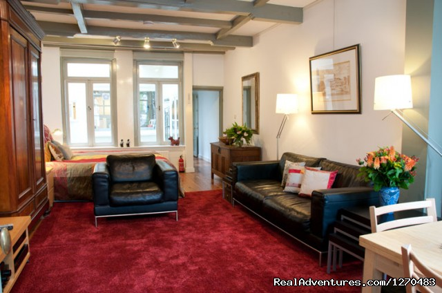 'Canal View' apartment living room - Amsterdam Canal Apartments