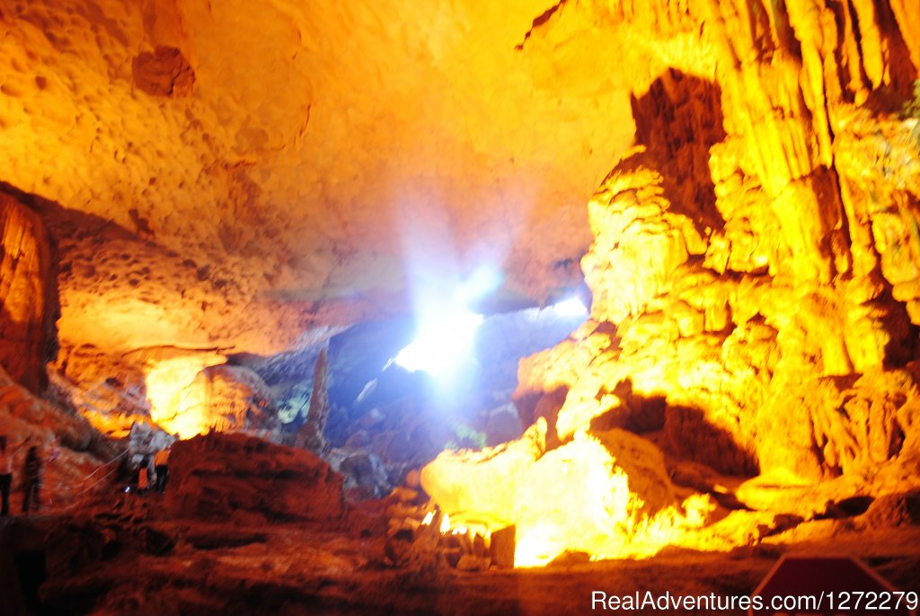 Halong bay of Vietnam-Sung Sot Cave | Image #11/23 | Vietnam Timeless Charm 10 days
