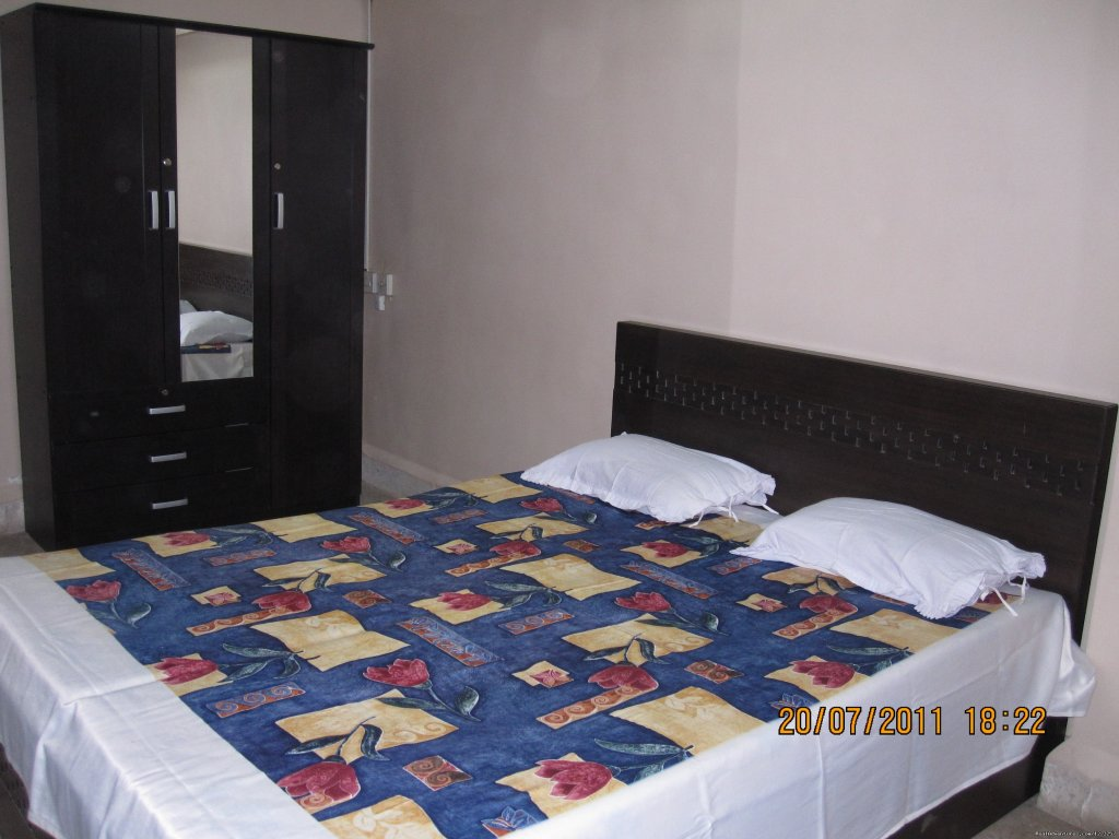Available decent & safe Homestay facility in a separate furnished room with Double Bed, Wardrobe, Attached Washroom & WiFi in our 2BHK apartment ideally located just 1.25 Km from T II of Mumbai Airport for  couple/females visiting Mumbai for tourism.
