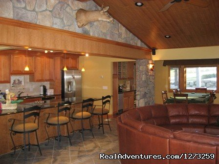Luxury family room and open kitchen | Image #7/7 | Luxury ski house right on the slopes