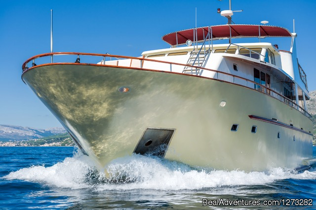 luxury yacht charter in Croatia