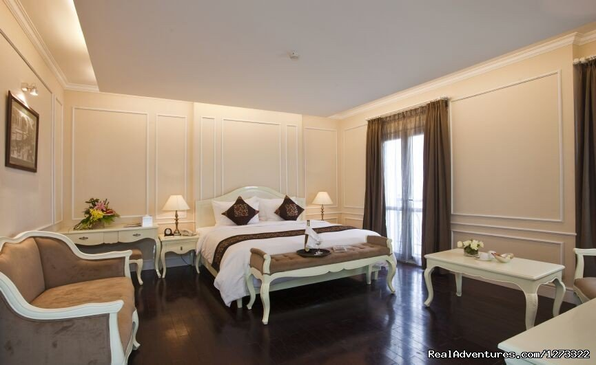 Medallion is located right at the heart of Hanoi Old Quarter, within 7 minute walking to Hoan Kiem Lake, Water Puppet Theatre and 5 minutes walking to Dong Xuan market especially we are one of the hotel is on the street food road in the Old Quater.