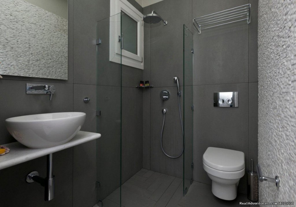 AMMOS NAXOS Exclusive Apartment , Bathroom | Image #4/10 | Ammos Naxos Exclusive Apartment & Studios