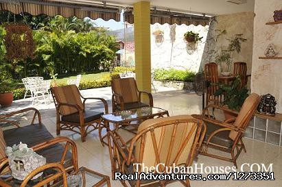 - House for rent with swimming pool in Havana.