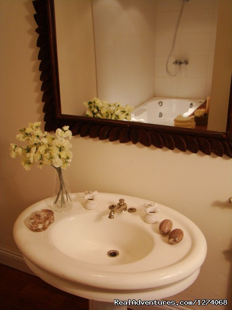 Romantic and beautiful bathroom with Jacuzzi - Charming Home Buenos Aires