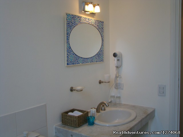 Jacaranda Suite bathroom (#21 of 26) - Charming Home Buenos Aires