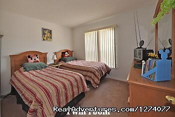 Twin bedroom (#8 of 8) - Villa close to Disney