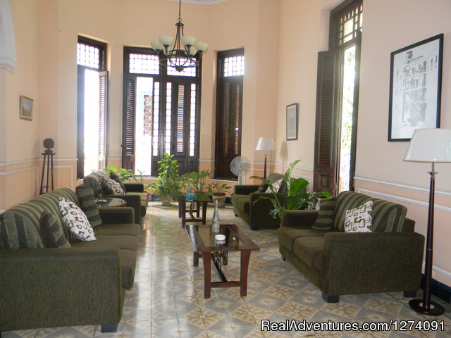 - Beautiful colonial House in the Avenue Presidents.