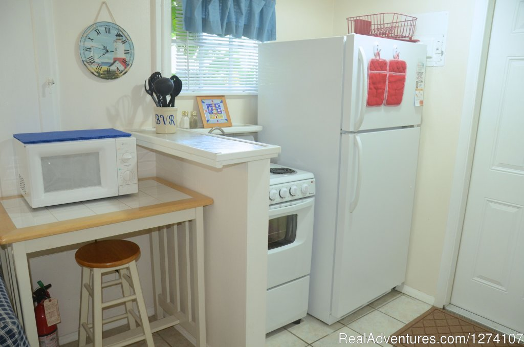 King studio kitchen | Image #8/26 | Cottages by the Ocean - Studios and 1/1