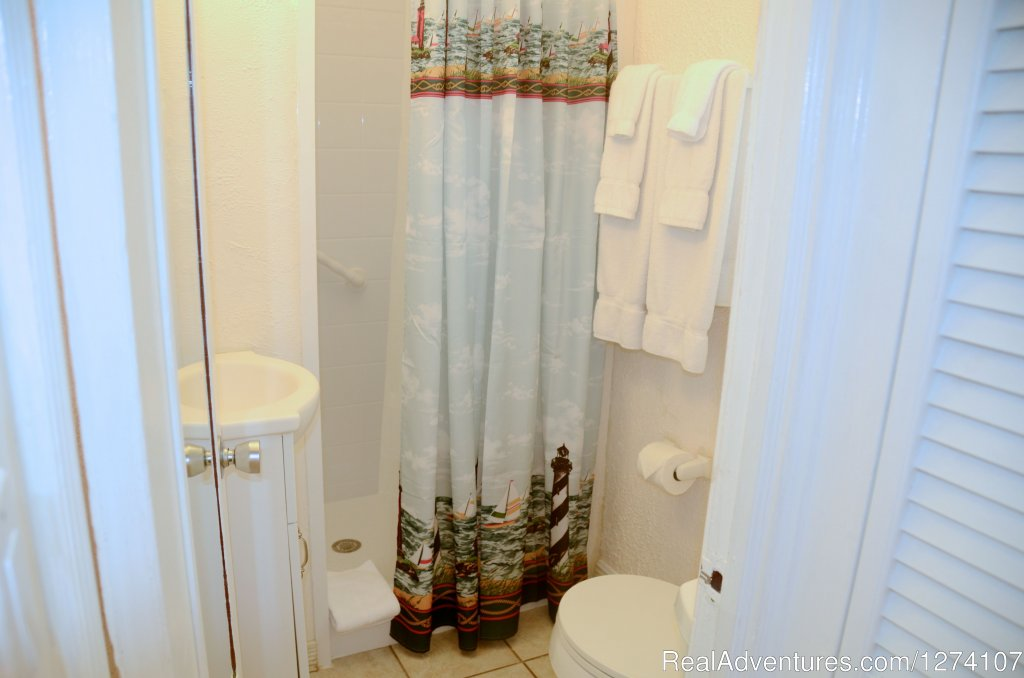Small bathroom in king studio (no tub). | Image #9/26 | Cottages by the Ocean - Studios and 1/1