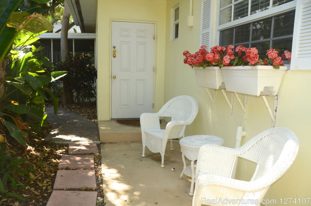 Entry to Queen studio | Image #16/26 | Cottages by the Ocean - Studios and 1/1