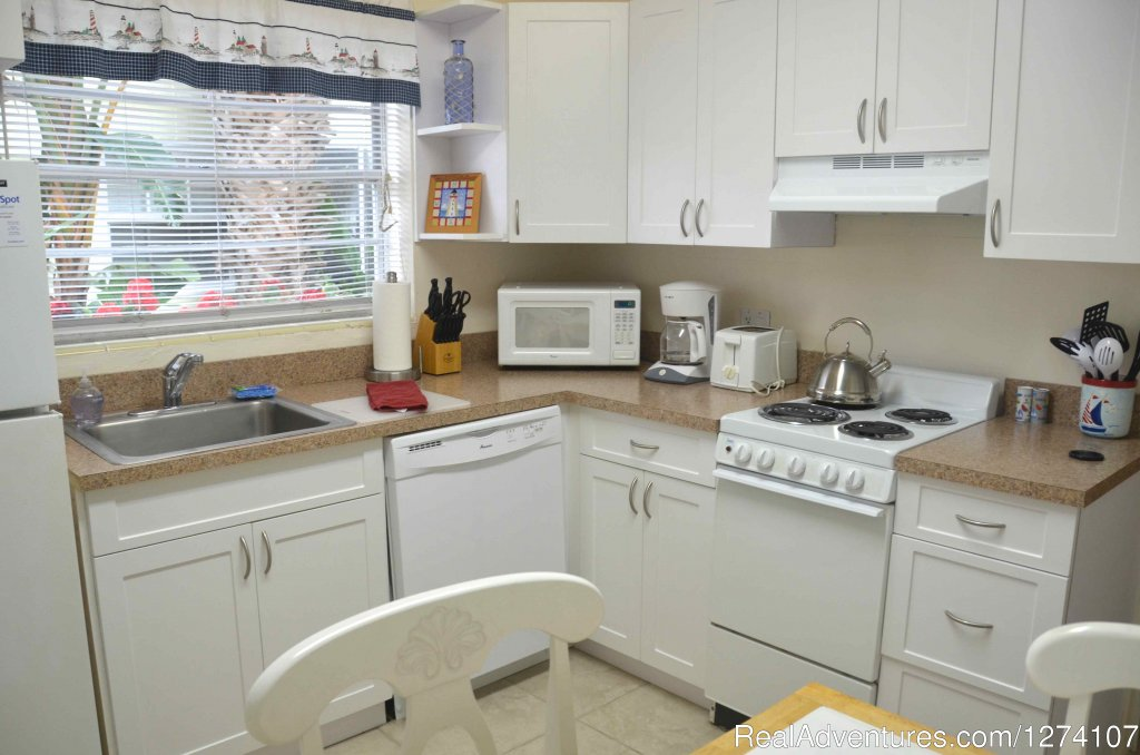 Queen studio with full eat-in kitchen and dishwasher | Image #18/26 | Cottages by the Ocean - Studios and 1/1