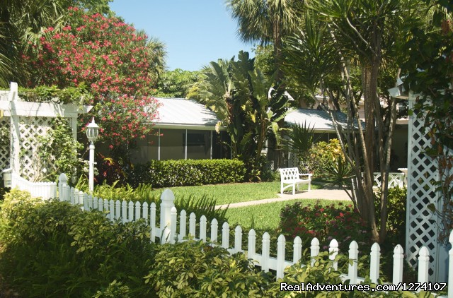 Lovely grounds - Cottages by the Ocean - South Florida getaway