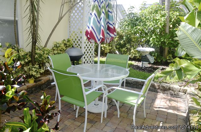 LIving area 1 BR - Sunny Place - A short walk to the beach