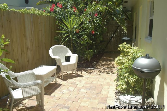 Entry to standard size one-bedroom apartment - Sunny Place - A short walk to the beach