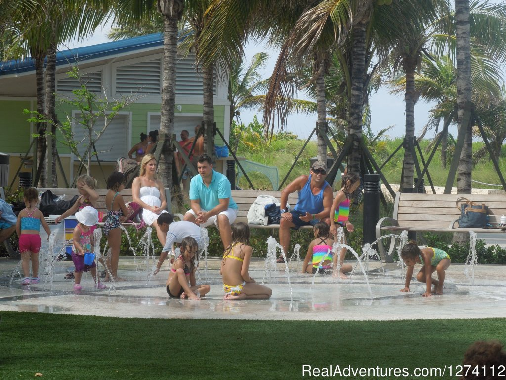 Beachfront interactive fountain for kids | Image #25/26 | Pineapple Place - South Florida great getaway
