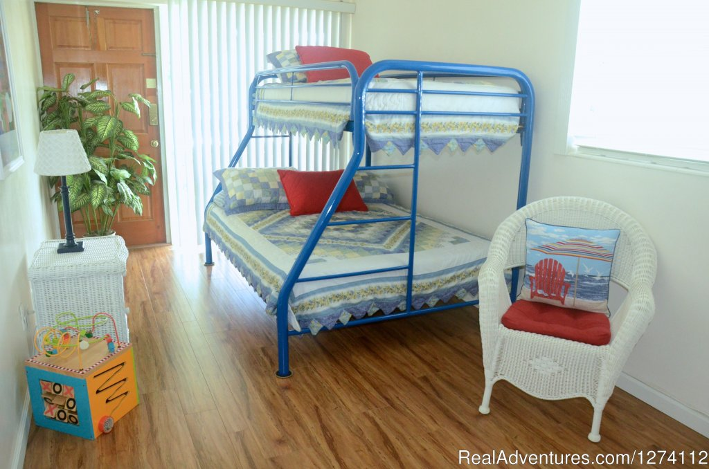 Bunk beds in second bedroom of 2/2 | Image #14/26 | Pineapple Place - South Florida great getaway