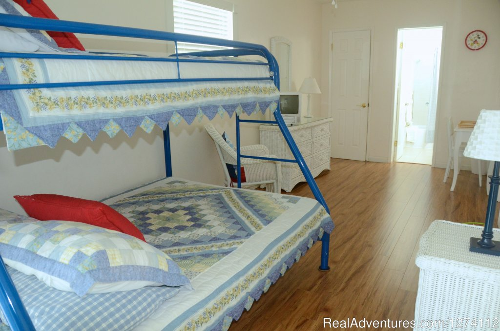 Bunk beds in second bedroom of 2/2 | Image #15/26 | Pineapple Place - South Florida great getaway