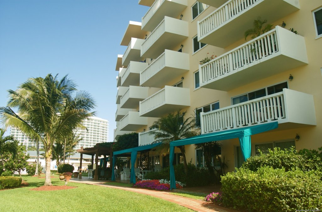 Yards and property always clean and manicured | Image #11/25 | Yacht and Beach Club - Waterfront Condo