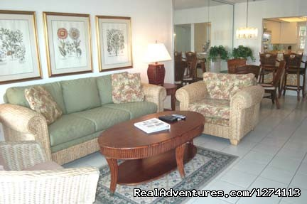 Beautiful living area (#5 of 15) - Yacht and Beach Club - Waterfront Condo