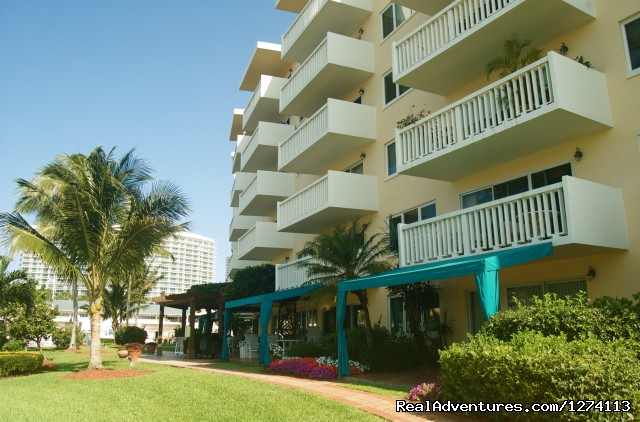 Yards and property always clean and manicured - Yacht and Beach Club - Waterfront Condo