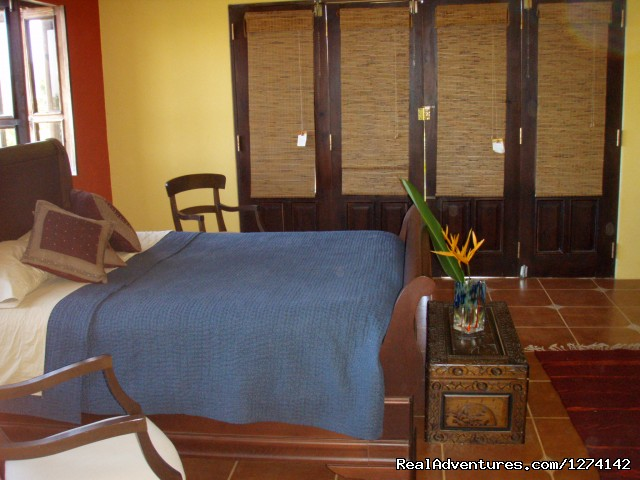 - Casa Dorado Bed & Breakfast