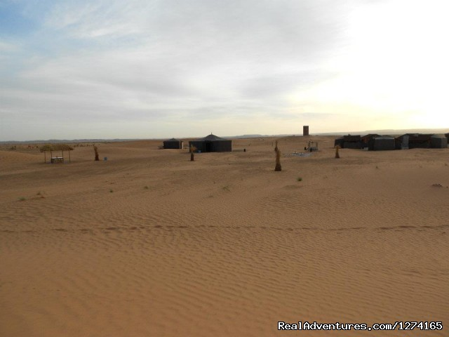 Nomad tents in desert - Morocco Dunes Tours: Private Tours in Morocco