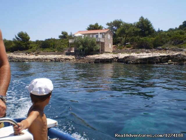 Villa's Boat - Robinson Peace Resort
