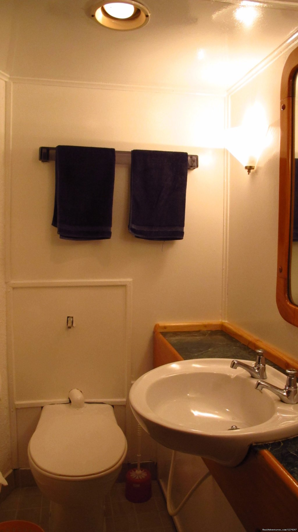 Bathroom | Image #14/14 | Explore the Maldives on MV Yasawa Princess