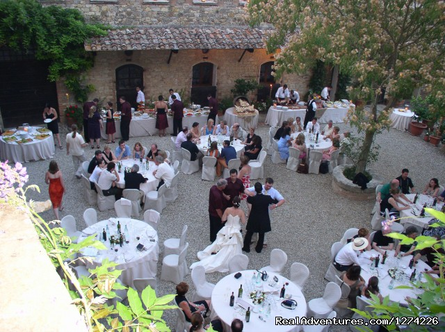 A wedding celebration in the courtyard - Live in a castle in breathtaking country