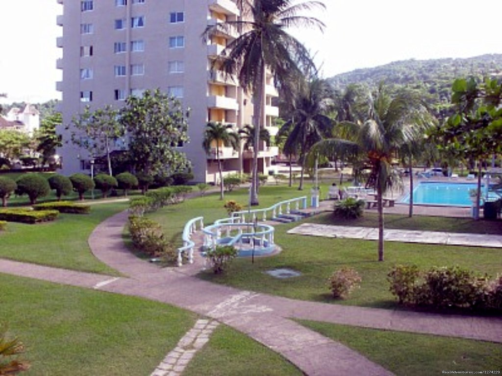 Location ! Location ! Location ! TBT Resort is a Beach front apartment complex of 4 towers located in the heart of Ocho Rios. Not far from its calm locale are major Banks,Supermarkets,Pharmacies,Duty Free malls,fine cuisine,Craft markets,Night life,B