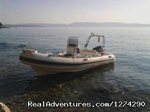 Image #2 of 6 - Speedboat Maestral 490 charter