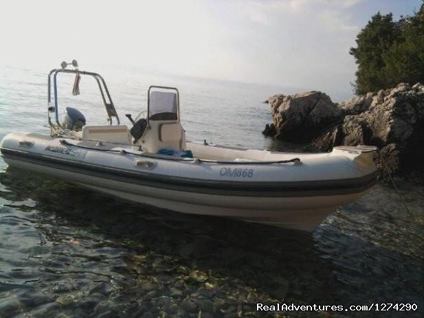 Image #4 of 6 - Speedboat Maestral 490 charter