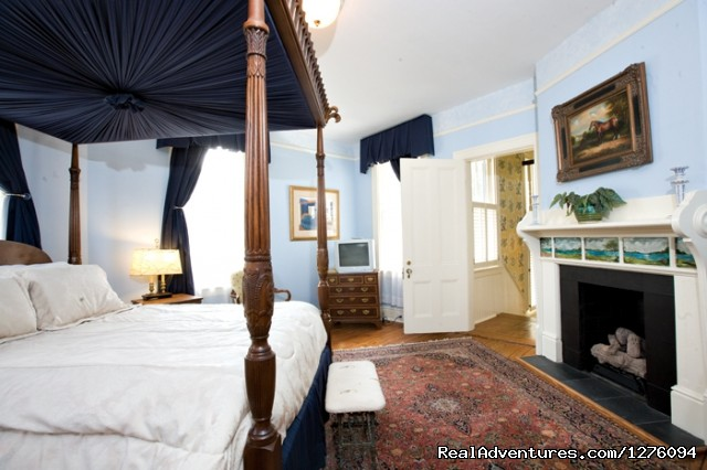Henry's Room - Camellia Cottage Bed and Breakfast