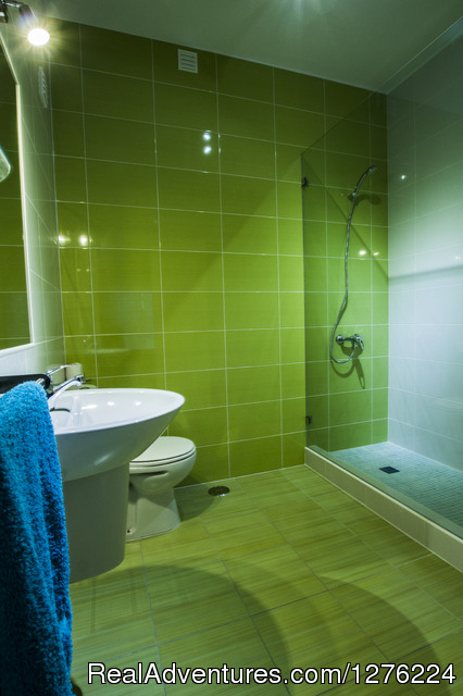 Green Bathroom - Sagres Natura Surf Camp